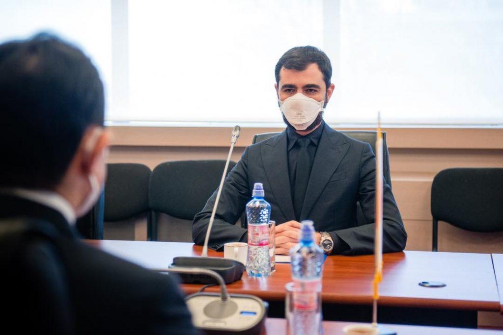 Asociaţia Naţională a Exportatorilor şi Importatorilor din România (ANEIR)  a înaintat Parchetului General o plângere penală împotriva ministrului Economiei, Claudiu Năsui, pe care îl acuză de abuz în serviciu şi atentat la interesele economiei naţionale
