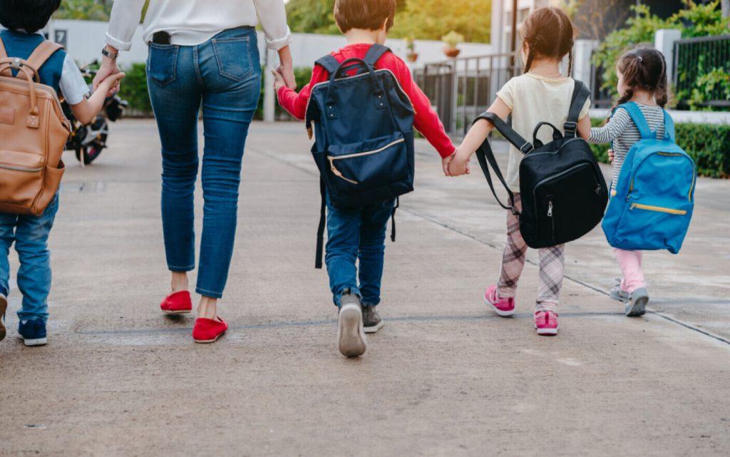 Majoritatea părinților din România nu s-au vaccinat, vor școală cu prezență fizică și nici nu doresc să-și vaccineze copiii